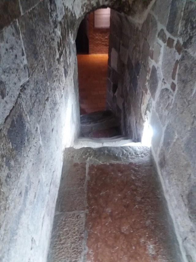 esztergomi vármúzeum lépcsője a Szent István teremhez