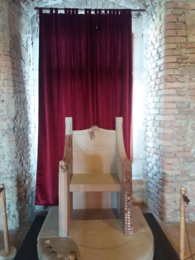 esztergomi Vármúzeum trónja